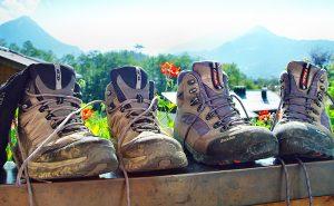 """Beim Wandern ist gutes Schuhwerk die """"halbe Miete"""". (c) Peter Freitag_pixelio.de"""
