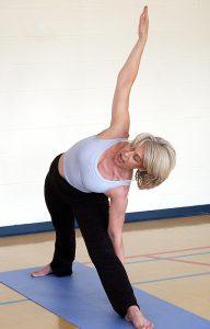 Eine Studie beweist: Yoga hilft besser bei Rückenschmerzen als Schmerzmittel. (c) Pixabay.com